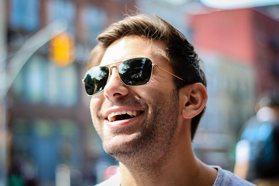 夏前のシーズンに買取するならブランドのサングラスがおすすめのイメージ画像