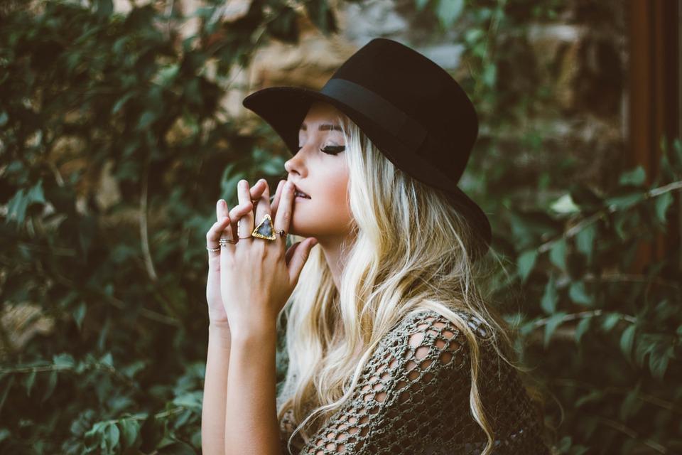 レディースの帽子はどんなブランドが人気?のイメージ画像